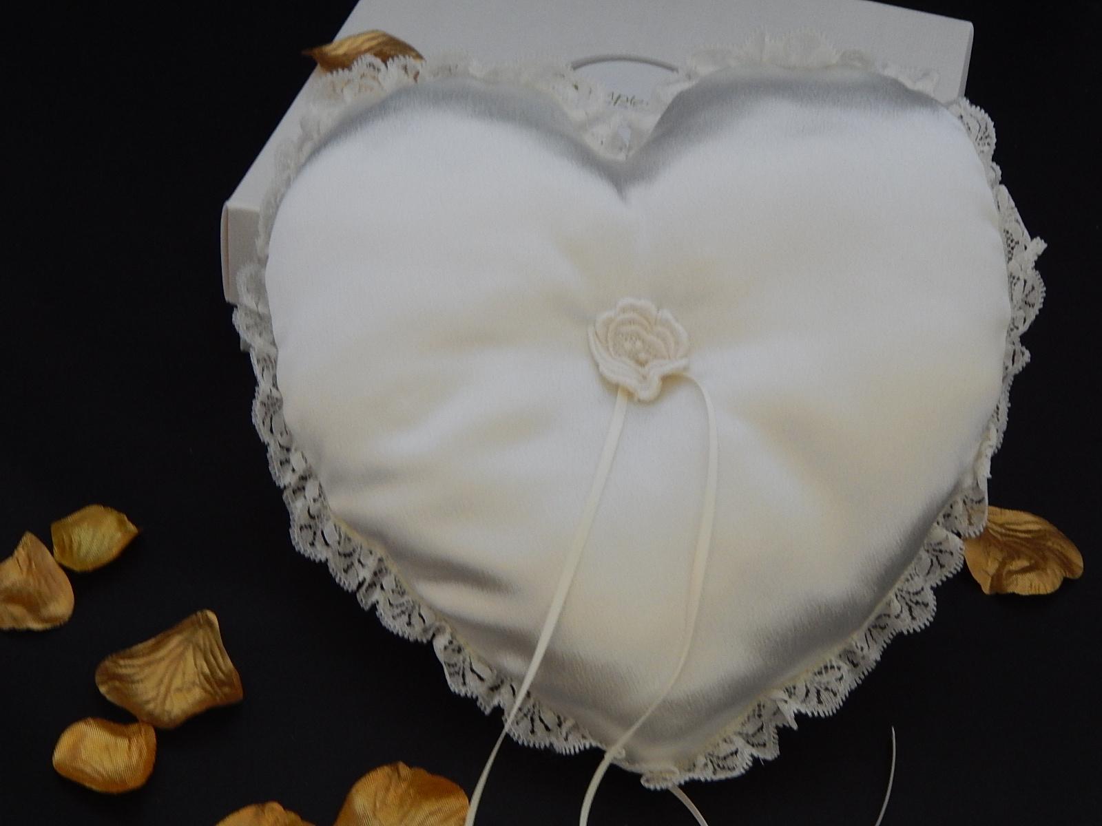 cream heart ring cushion