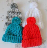 baby's bobble hat/pompom hat